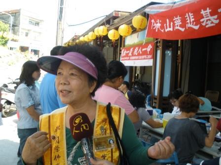 國際佛光會琉球分會會長接受媒體記者訪問