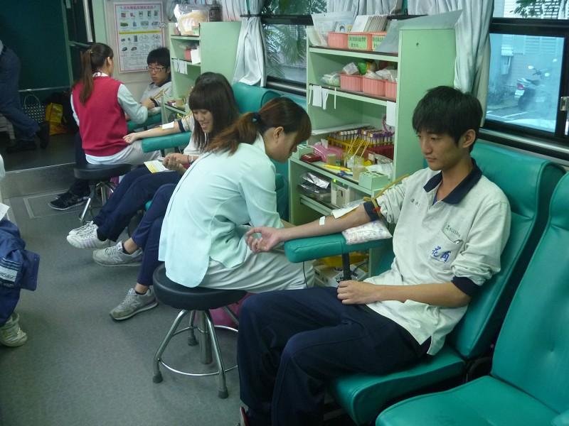 花商同學捐血
