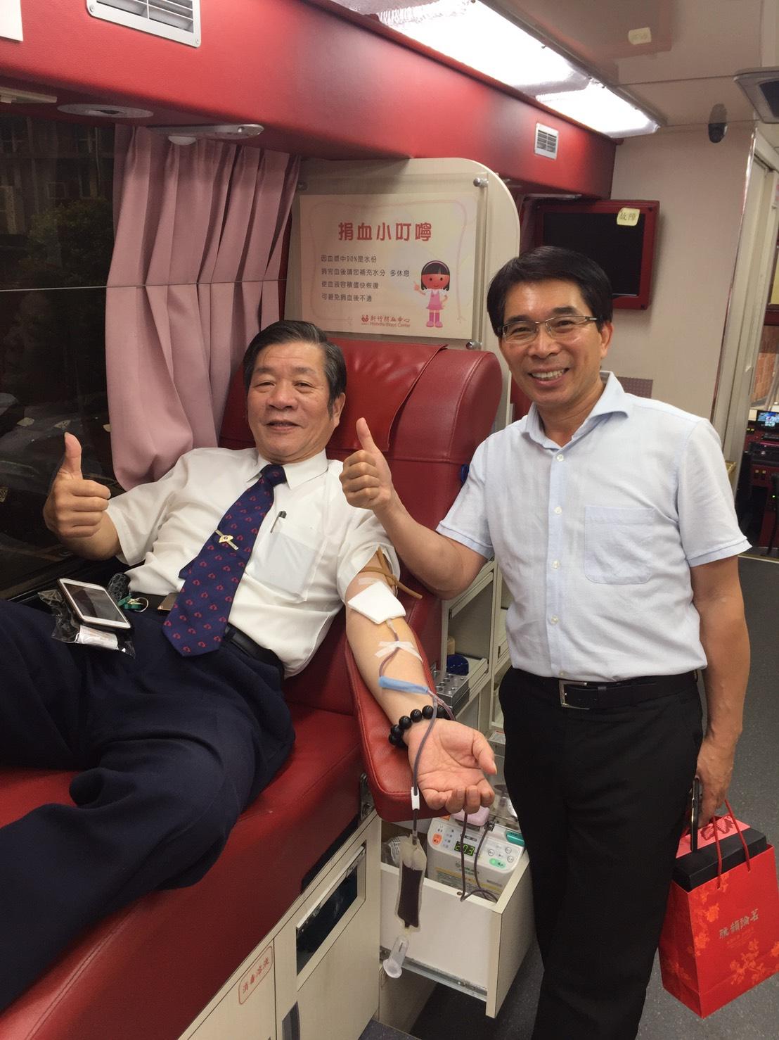 大興高級中學董事長以及校長熱情鼓勵師生捐血